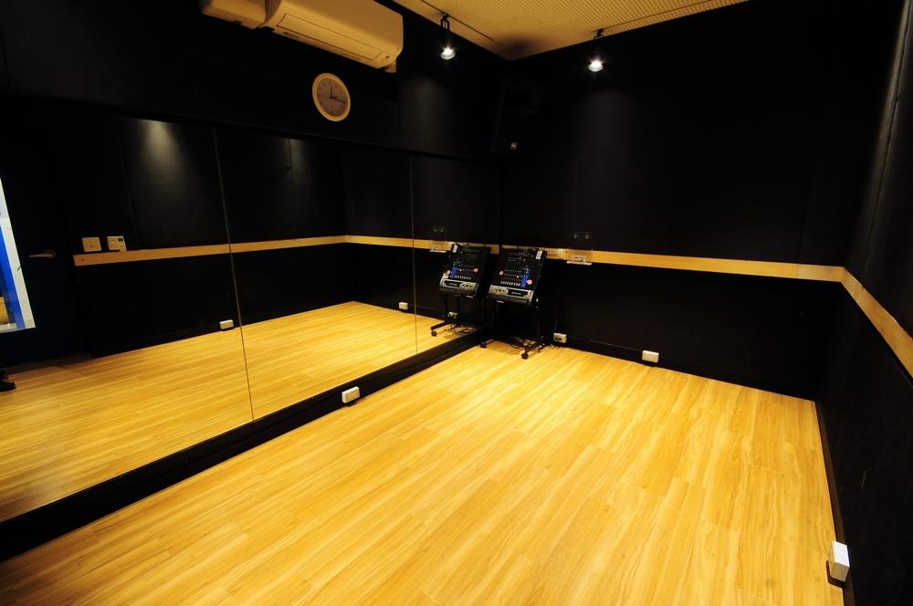 音楽天国・浜松市野店の2studioでダンス練習
