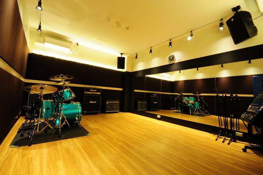 音楽天国・浜松市野店6studioで楽器練習