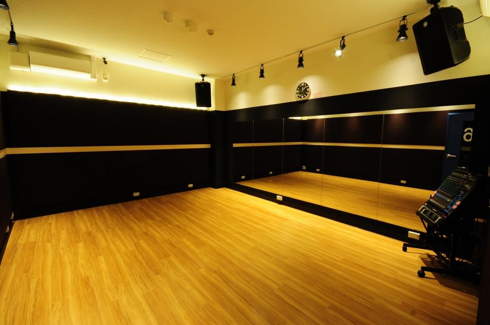 音楽天国・浜松市野店6studioでダンス練習