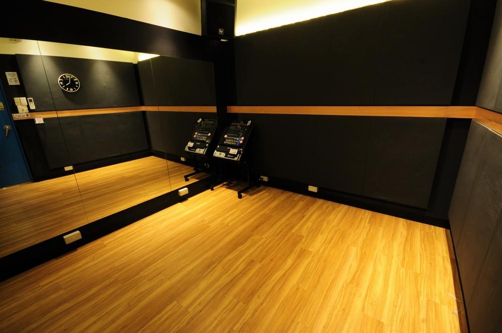 音楽天国・静岡草薙店の1studioでダンス練習