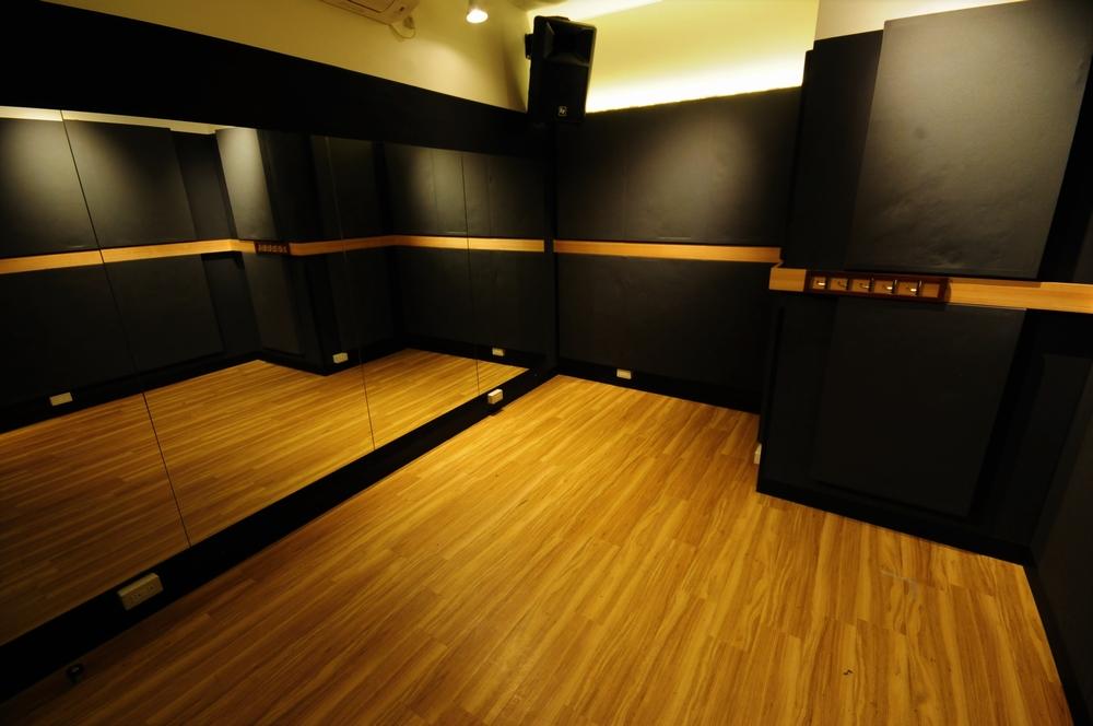 音楽天国・静岡草薙店の2studioでダンス練習
