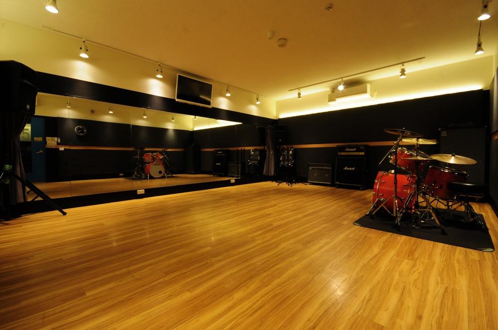 音楽天国・静岡草薙店5studioで楽器練習