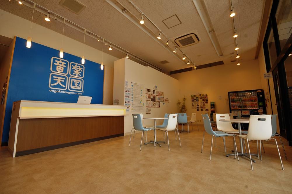 音楽天国・浜松市野店のロビー