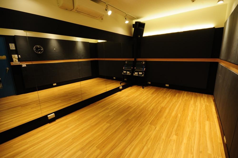 音楽天国・静岡草薙店の3studioでダンス練習