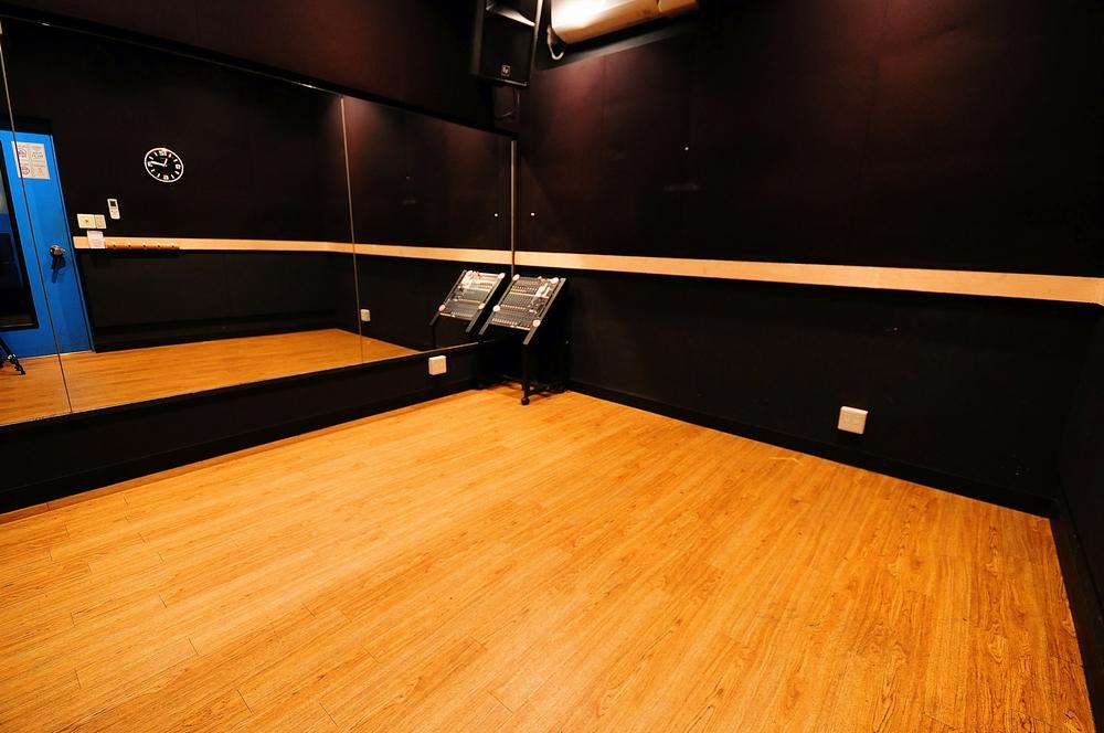 音楽天国・静岡駿河店の3studioでダンス練習